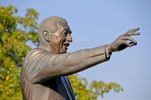 PhotoPass Walt Statue