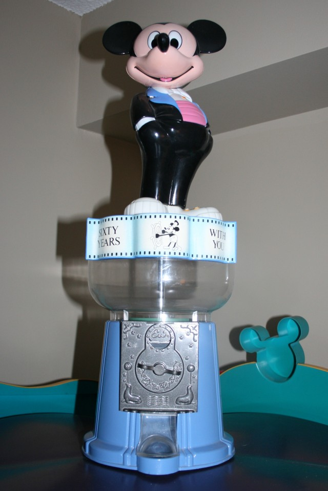 Mickey Gumball Machine 001