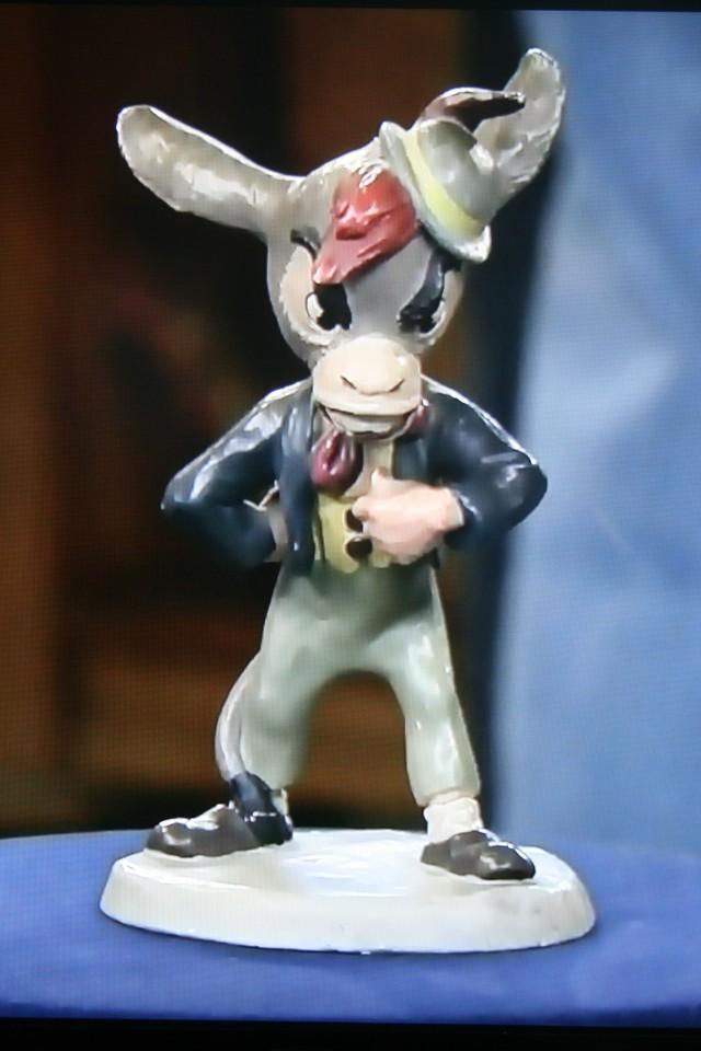 Pinocchio figurine 002